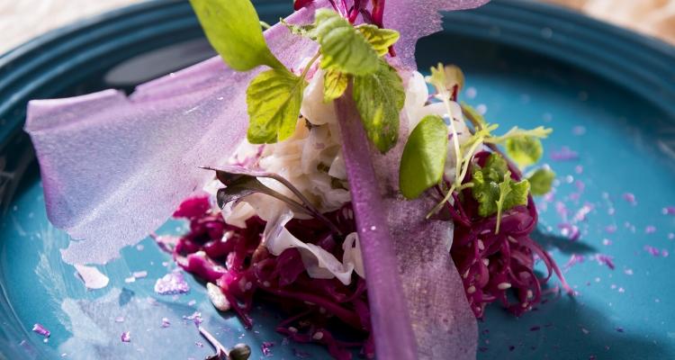Inktvis Met Sakura Rodekool Met Gegrilde Sesamzaadjes Gojibessen